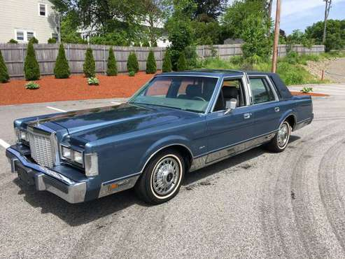 1986 Lincoln Town Car Low Miles for sale in Shrewsbury, MA