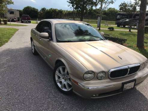 04 Jaguar xj8 clean for sale in Lake Worth, FL
