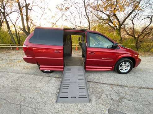 EXTRA CLEAN DODGE CARAVAN HANDICAP WHEELCHAIR ACCESSIBLE MOBILITY... for sale in SKOKIE, WI