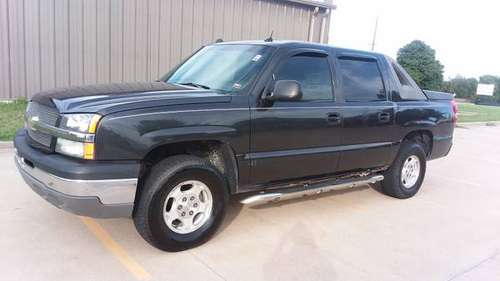 2004 Chevy Avalanche 4x4 Leather, Sunroof, Loaded, Lots of New Parts for sale in California, MO, MO