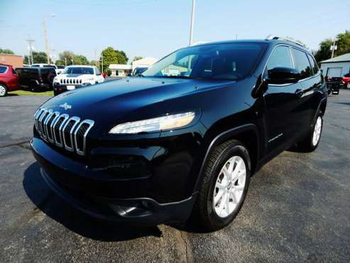 2017 JEEP CHEROKEE LATITUDE FWD 2.4L AUTO CAMERA SUBWOOFER VERY NICE!! for sale in Carthage, OK