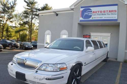 2003 Lincoln Town Car 4dr Sdn Executive w/Limousine Pkg for sale in Smyrna, DE