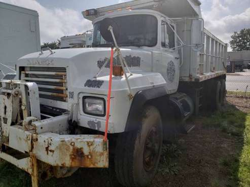 2001 *Mack* *RD 688 Dump Truck *** Certified Low for sale in Massapequa, PA