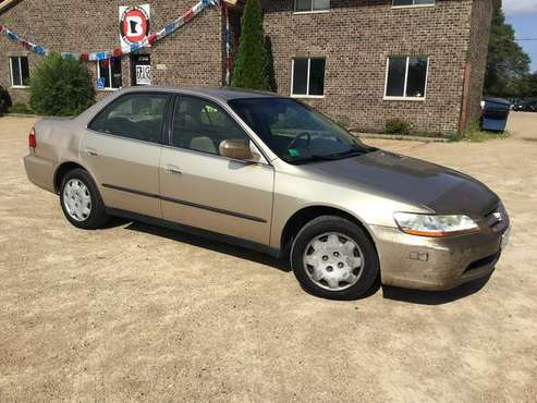 2000 Honda Accord LX - 29 MPG/hwy, good tires, AUTOMATIC, on CLEARANCE for sale in Farmington, MN