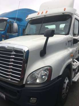 Freightliner cascadia 2011 day cab for sale in Lynnwood, WA