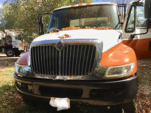 International 4300 Chip box dump body for sale in Bolton, MA