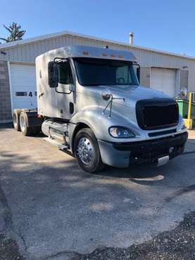 2007 Frieghtliner Columbia for sale in Lomira, WI