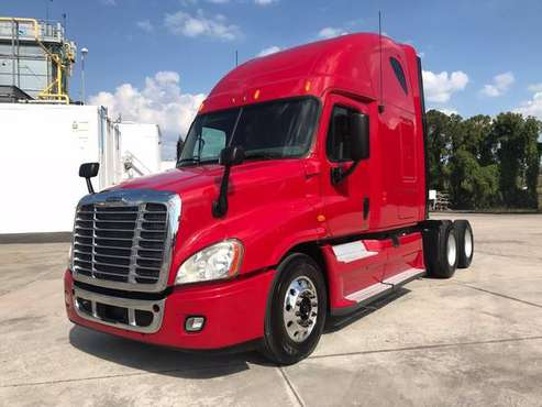 2013 Freightliner Cascadia 125 Low Milage sleeper semi truck Cummins I for sale in St Petersburg, FL